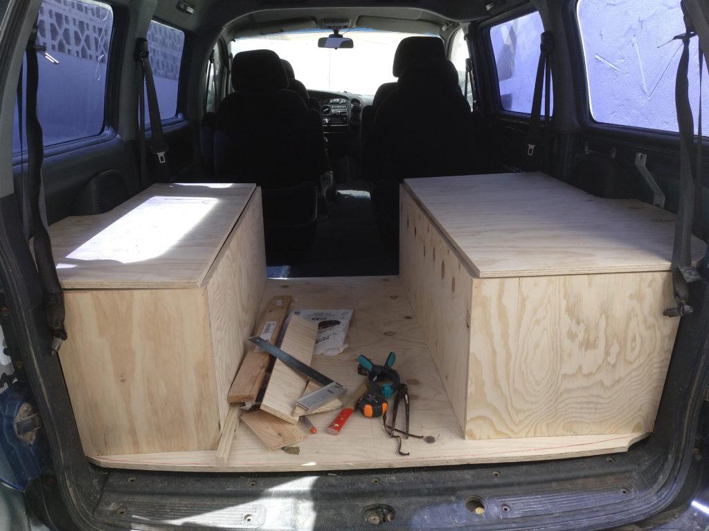 mueble cama de autocaravana de chapa marina
