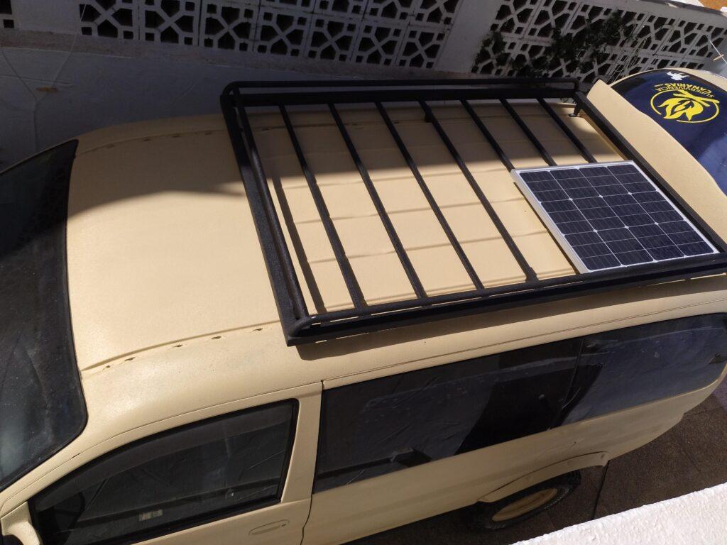 baca y panel solar h1 4x4