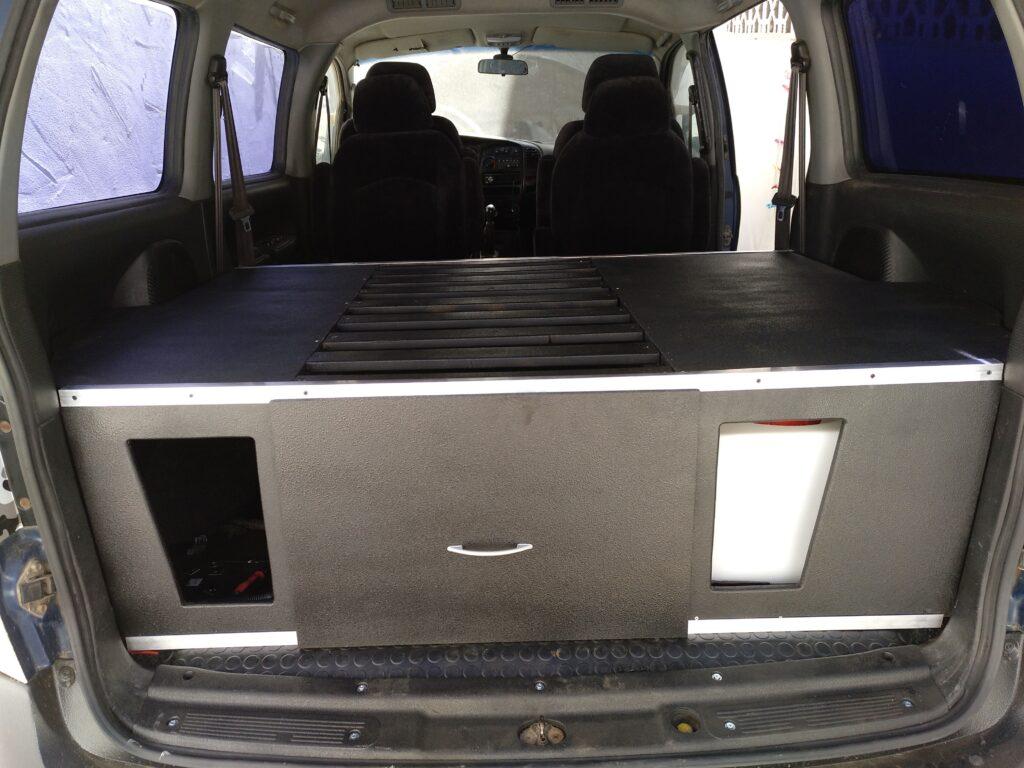 vista trasera interior autocaravana h1 4x4